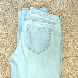 Old Navy Straight Droit jeans, size 4 regular.
